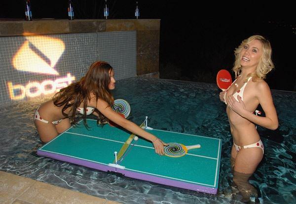 Nudist ping pong