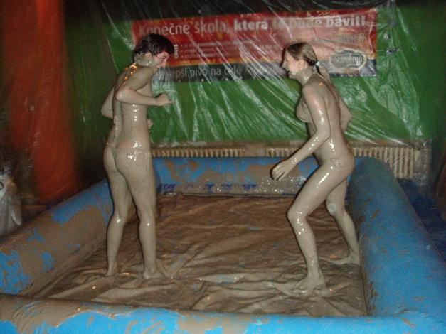 nude redneck mud wrestling