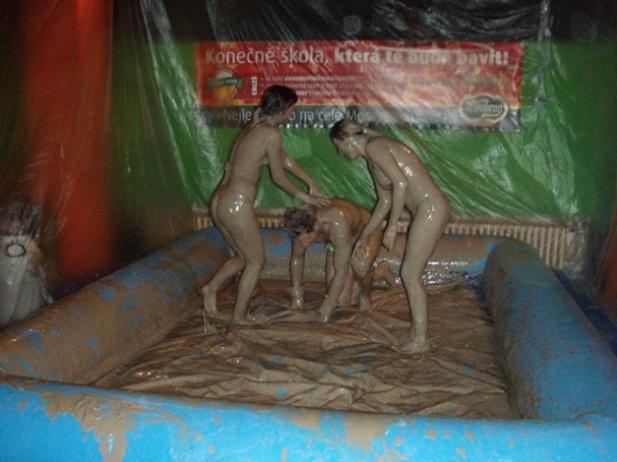 Mud games girls topless
