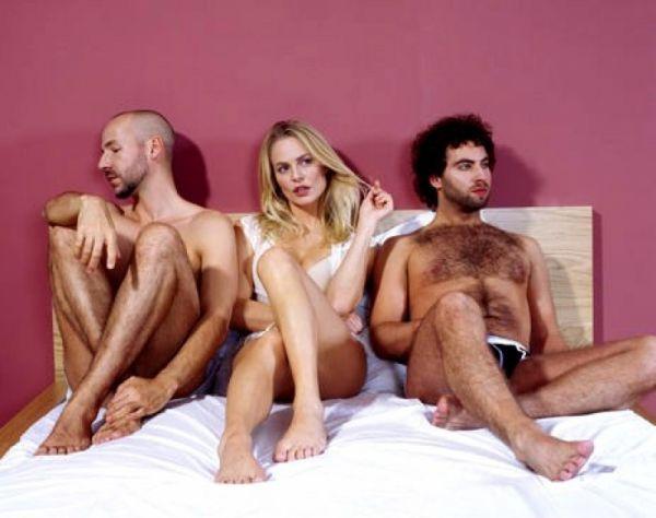 секс разминка с двумя мужчинами перед сном